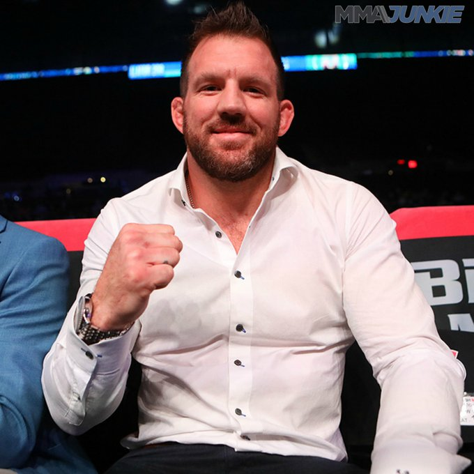 Mr. @RyanBader is front and center in Uniondale ready to watch Fedor vs. Sonnen 👀#Bellator208 📸 Dave Mandel – @usatsimg Photo