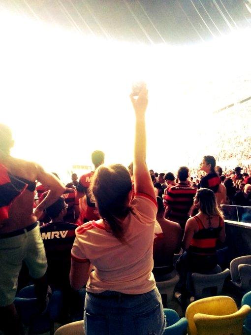 impossível dizer o quanto eu amo esse lugar, essa torcida e esse clube! MEU LAR!!! ganhar FlaxFlu é normal. ❤🖤✊🏻 Foto