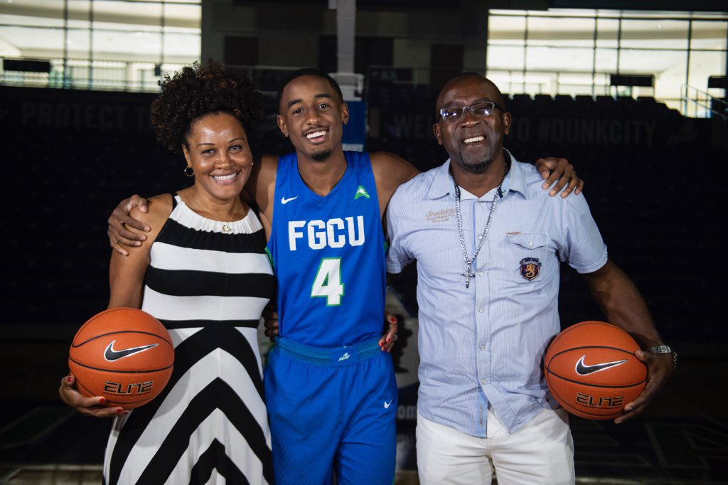 Congratulations to our #RoyalFam @JalenWarren_5 on his commitment to @FGCU_MBB 🦅 #dunkcity #OnceARoyalAlwaysARoyal 🏀🦁👑