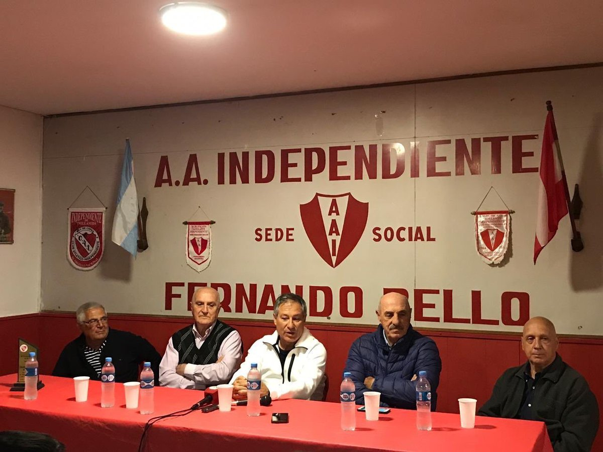"""Holan: """"El único equipo que dirigiría en la Argentina es Independiente"""""""