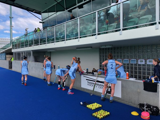Our Arrows girls are pumped and ready to go for today's #AHL2018 match! ☑️ Travel ☑️ Warm-up Now for the win! 💪🏻🔵 Photo