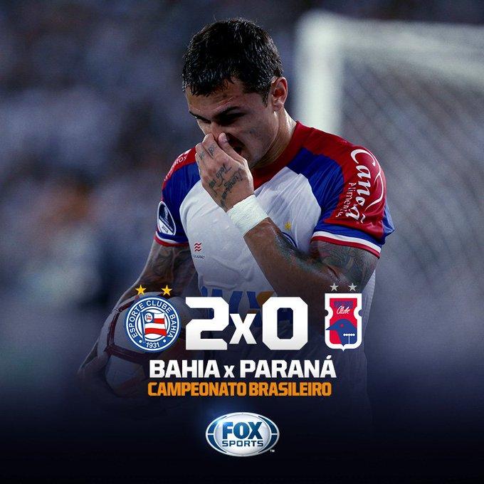 💙❤ NOITE DE VINICIUS! Com dois gols no final da partida, o camisa 29 deu o triunfo ao @ECBahia em Pituaçu! Foto