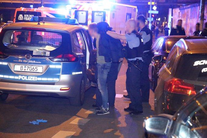 #Friedrichshain: heftige Auseinandersetzung am U-Bahnhof Warschauer Strasse eskaliert, eine sehr schwer verletzte Person, 3 Festnahmen Foto