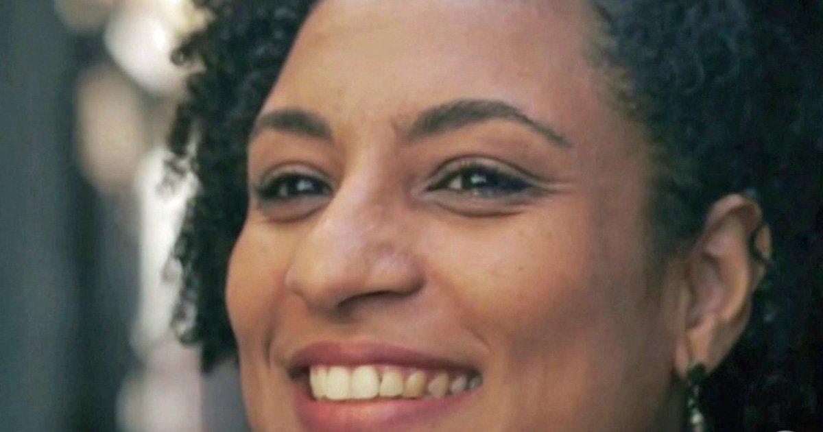 Mangueira escolhe samba do Carnaval de 2019 e homenageia Marielle Franco https://t.co/tSeQKbyTA5 #G1