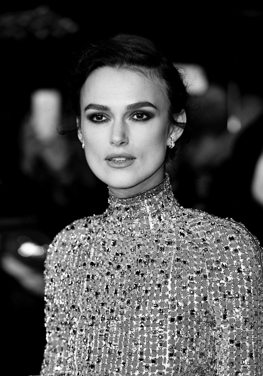 Keira Knightley wore a white silk chiffon dress with silver sequins from the Fall-Winter 2018/19 #CHANELHauteCouture collection at the London premiere of Wash Westmoreland's 'Colette'.  #CHANELFineJewelry #CHANELMakeup
