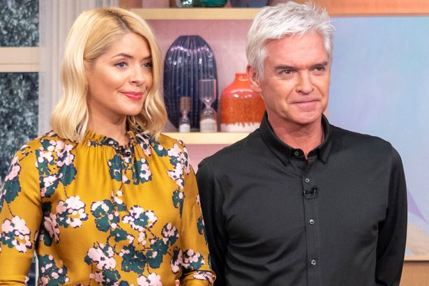 Holly Willoughby's This Morning replacement 'revealed' - and it's a familiar face #imaceleb https://t.co/6WDF4FGpdb