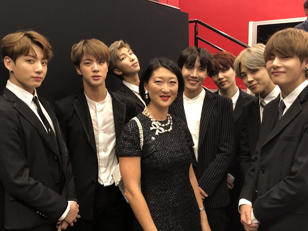 Encounter with the amazing @BTS_twt on the occasion of President Moon's state visit in France 🇫🇷 🇰🇷