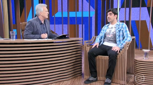 Humorista Marcelo Adnet explica o processo de criação de sátiras a políticos no #ConversaComBial. Veja agora na #GloboNews Foto
