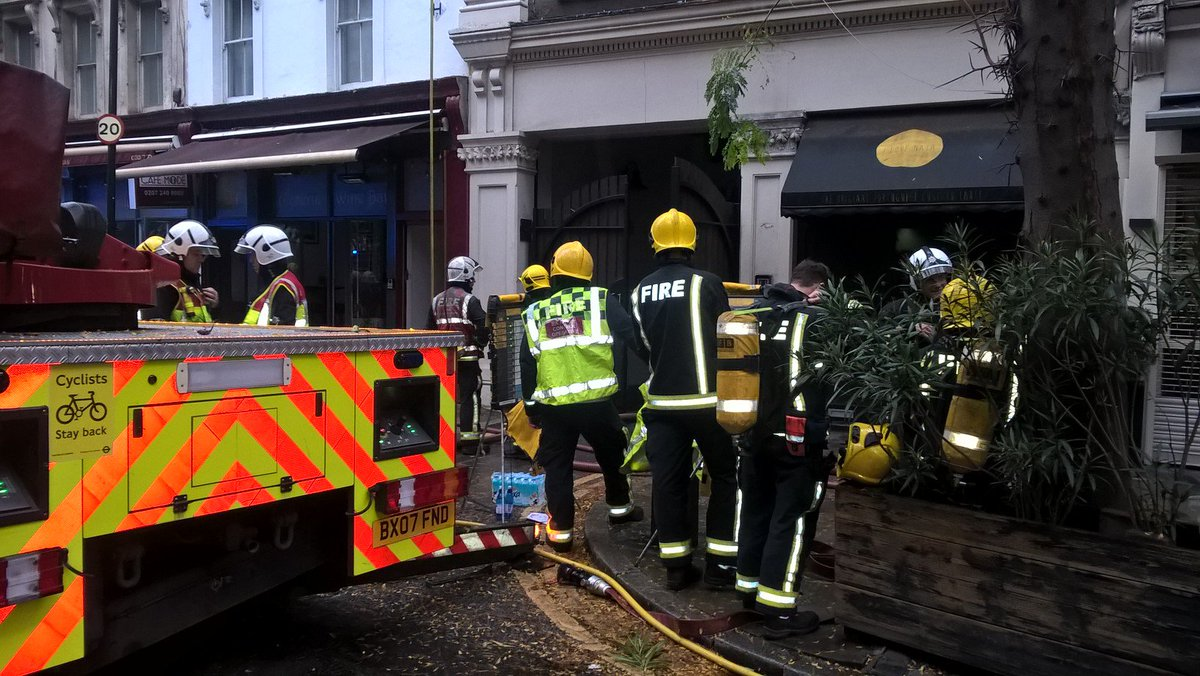Firefighters warn restaurant owners to keep their extraction system clean after a fire in a #Soho restaurant. Fortunately there were no injuries https://t.co/F3oY1deUsb