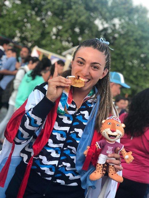 Argentina logró la medalla de oro en Beach Handball y la ensenadense Carolina Ponce fue la figura. Las Kamikazes le ganaron a Croacia y se consagraron como las mejores del mundo. En Ensenada se nos infla el pecho de orgullo. Gracias Caro por representarnos. ¡Felicitaciones! Foto