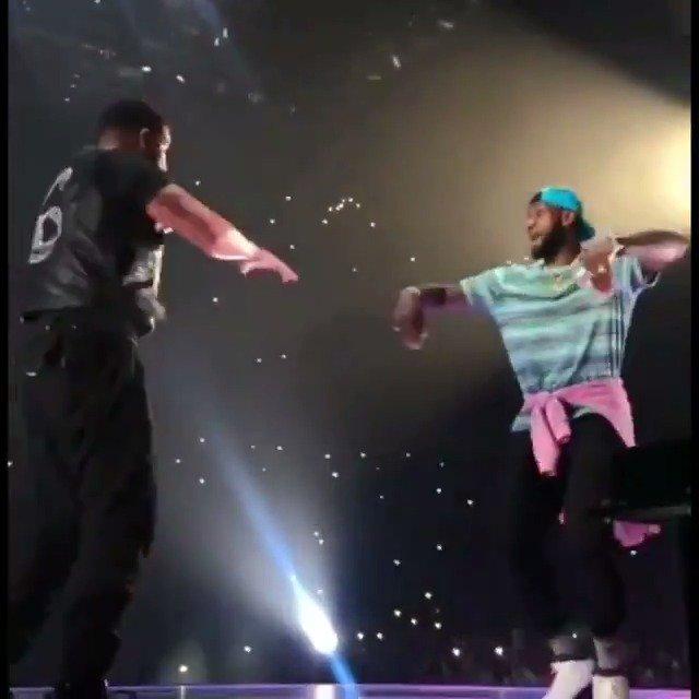 SICKO MODE feat. hype man @KingJames ���� @Drake @trvisXX  (via mellany_sanchez/IG) https://t.co/8ltGJJWUJ0