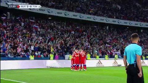 🇷🇺⚽🇹🇷 La Russie double la mise grâce à Denis Cheryshev bien servi par Aleksander Golovin ! #lequipeFOOT #NationsLeague Le match en direct vidéo 👉 ow.ly/pDfy30me1O6