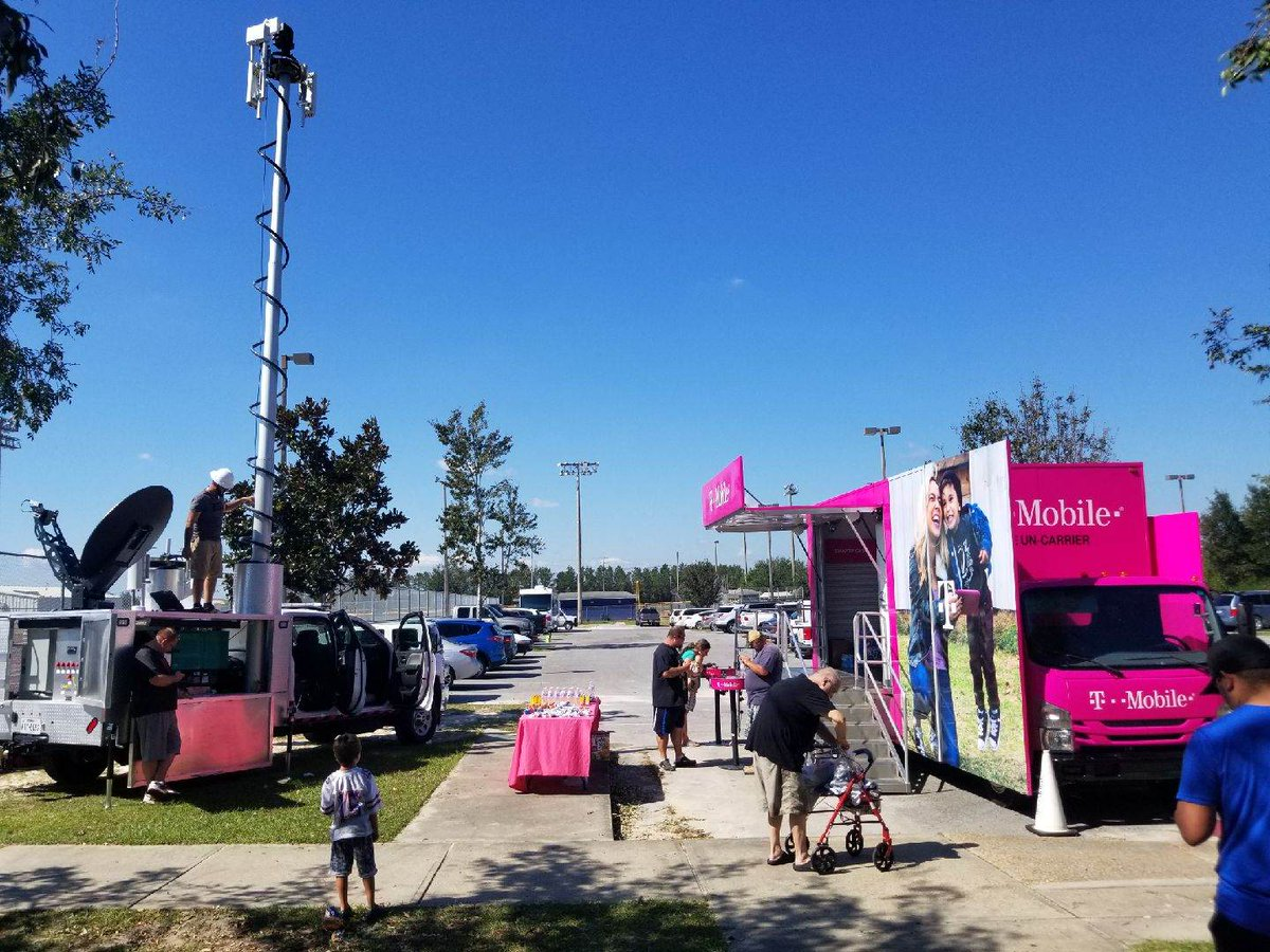 T-Mobile has coverage at the shelter at Dean Bozeman High School: 13410 Highway 77, Panama City FL 32409 <br>http://pic.twitter.com/uQbrzjHD7o