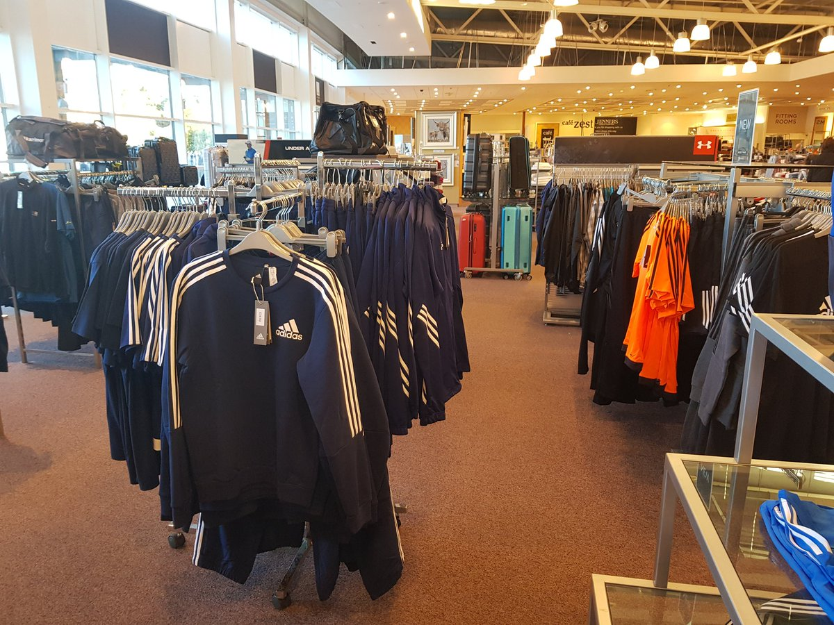Can tell a mile off Sports Direct have got their mitts on Frasers. Loch Lomond Shores, polluted with shite sports gear  <br>http://pic.twitter.com/mpNYUDyPln