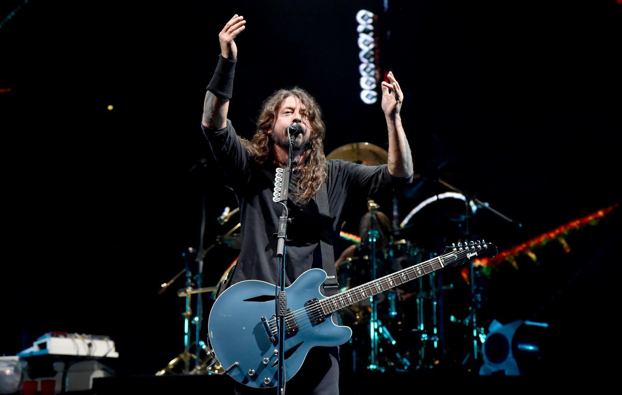 Watch Foo Fighters cover Metallica's 'Enter Sandman' with 10-year-old fan on guitar https://t.co/5TsDGpelmV https://t.co/BkGAfuMh0V