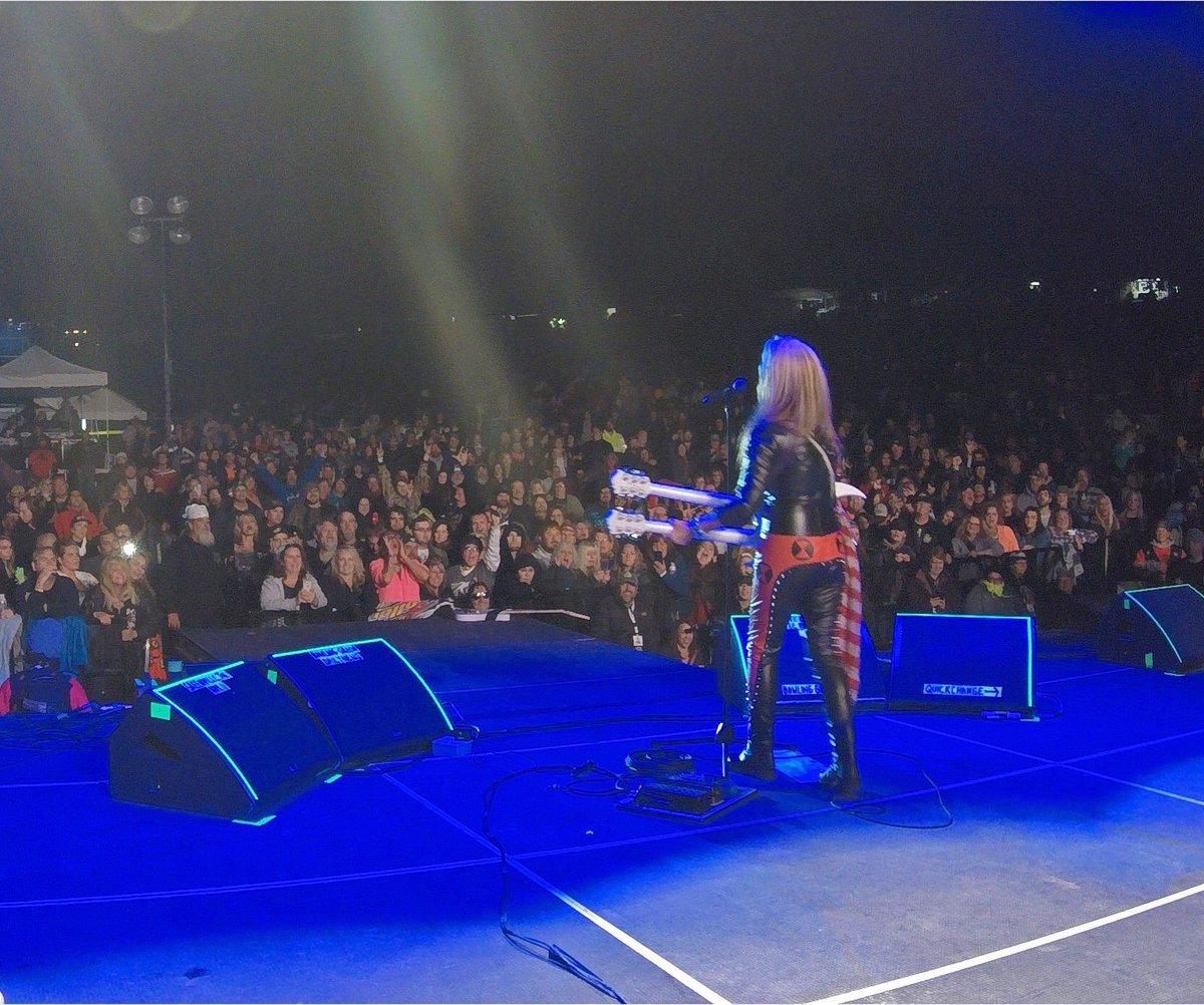 Kentucky, you were a bad ass crowd last night! Thank you all for coming! Arkansas, you are next! Oct 19 - El Dorado, AR #MusicFestElDorado (w/ @SammyHagar & The Circle + @BretMichaels) Visit LitaFordOnline.com for TIX!