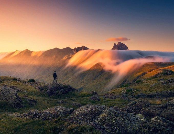 Y tú....¿Por qué haces fotos? Yo lo tengo claro, por cosas como estas 😍😍 #Pirineos Atardecer cerca del #Anayet  @SonyEspana A6000 y 16-50mm  https://t.co/4xZSiLferk