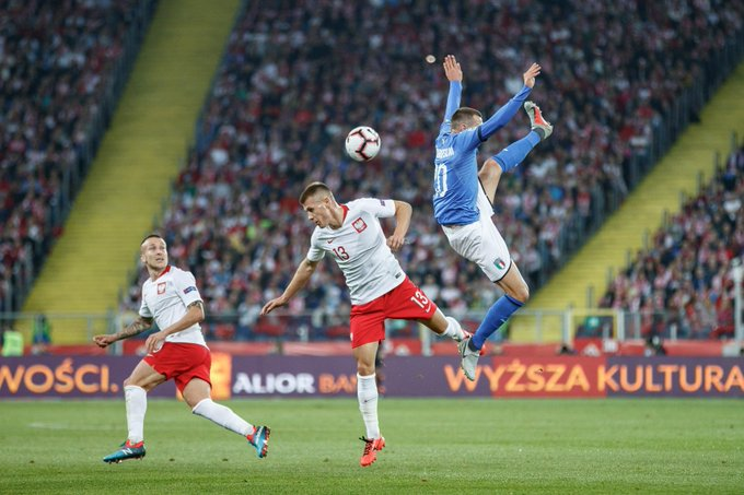 One way of stretching your @fbernardeschi 😀 #NationsLeague Photo