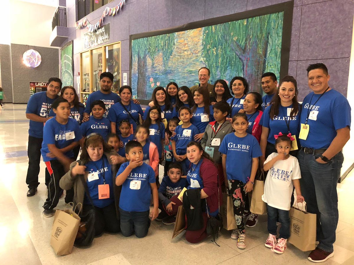Glebe families at the Hispanic Family Celebration with APS Superintendent, Dr. Murphy! <a target='_blank' href='http://twitter.com/APSVirginia'>@APSVirginia</a> <a target='_blank' href='http://twitter.com/SuptPKM'>@SuptPKM</a> <a target='_blank' href='http://twitter.com/glebepta'>@glebepta</a> <a target='_blank' href='https://t.co/hpHuJ9inVq'>https://t.co/hpHuJ9inVq</a>