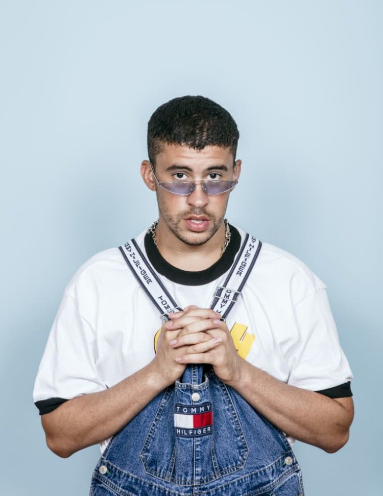 Bad Bunny&#39;s overall obsession should never end.    https://www. thefader.com/2018/10/11/bad -bunny-overalls-style-mia-video?utm_source=tftw &nbsp; … <br>http://pic.twitter.com/Yd59LZlLLB