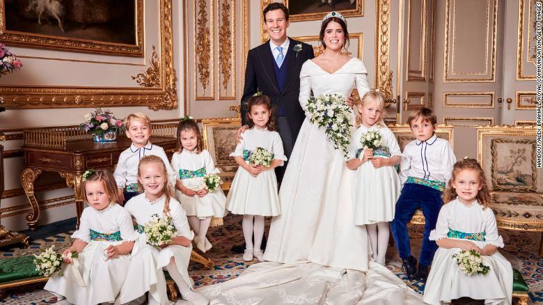 Mira las fotos oficiales de la segunda boda real https://t.co/li2X2k2noS https://t.co/R7JL9SRIhk