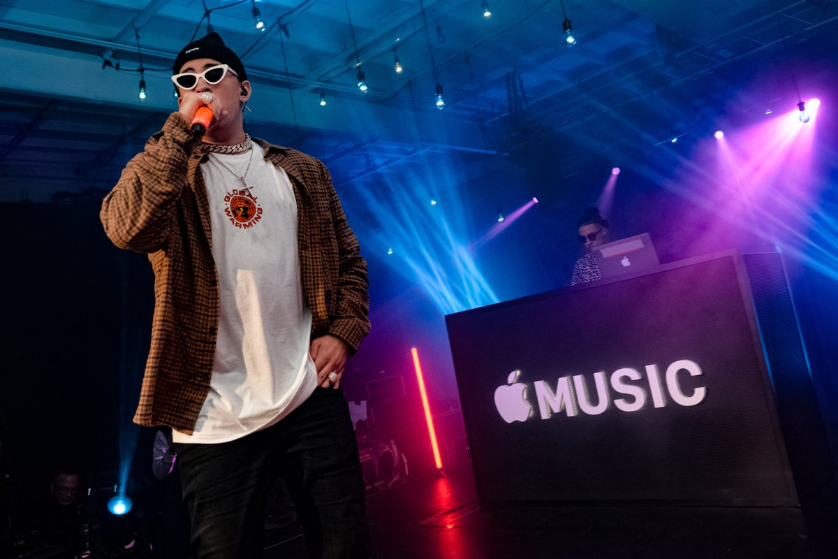 Bad Bunny and Drake&#39;s &quot;MIA&quot; is now the first Spanish song to reach No. 1 on Apple Music&#39;s U.S. songs chart   https:// trib.al/lApFEQN  &nbsp;  <br>http://pic.twitter.com/qc3CO33Nl9