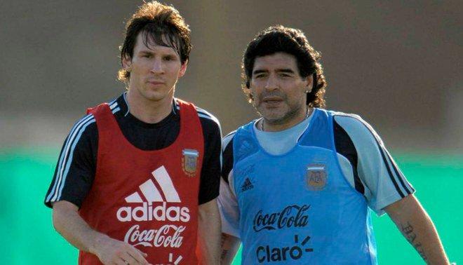 Decidamos esto como gente seria. Para ti, ¿quién es mejor? 🔄 Messi ❤ Maradona Foto