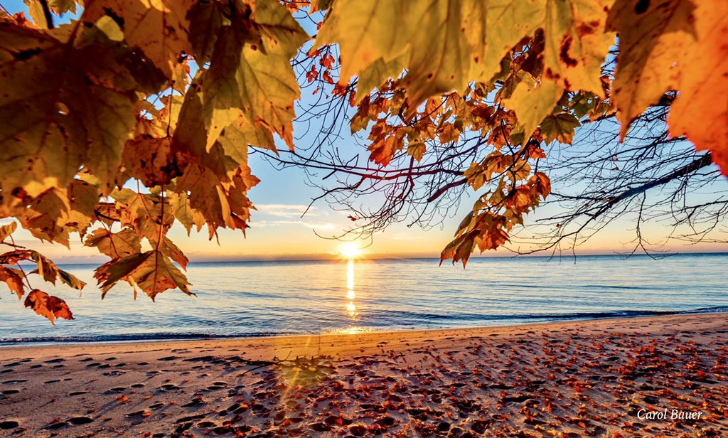 Sunrise in Door County WI  @BobVanDillen @AMHQ @weatherchannel @ThePhotoHour @spann @StormHour @FOX9 @weatherchannel @JimCantore @JenCarfagno @StephanieAbrams<br>http://pic.twitter.com/0X17fkLNK8