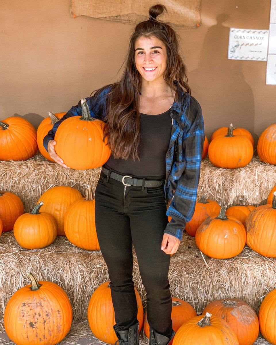 Never TOO old to pick out a pumpkin at the pumpkin patch. 🎃🤗 ⠀⠀⠀⠀⠀⠀⠀⠀⠀ This is seriously my favorite time of year. 🍁🧡