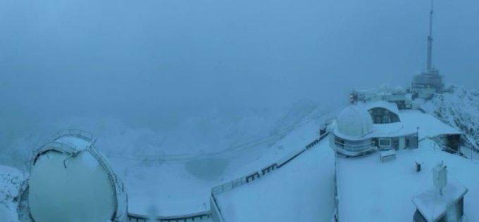 #Meteo #MondayMotivation La #neige ❄ est de retour au #PicduMidi  #Live 📷 #HautesPyrenees
