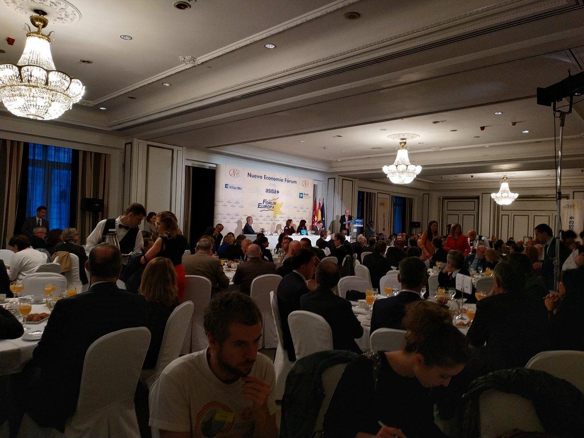 @EFEverde en los diálogos de Nueva Economía Forum en el que intervienen la ministra de Transición Ecológica, @Teresaribera, y la presidenta del PSOE, Cristina Narbona, en Madrid. @mitecogob