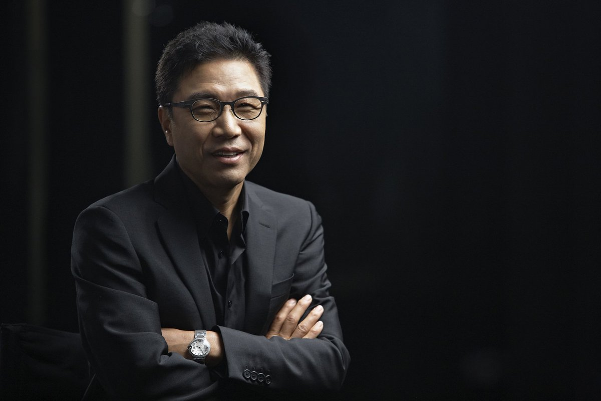 #SMEntertainment's Producer #SOOMANLEE is highly ranked in surveys held by Insight Korea!  ★No.4 on '2018 Businessman with great leadership' ★No.6 on 'Businessman with great contribution to the country's economic development' ★No.10 on 'Best CEO that university students think'