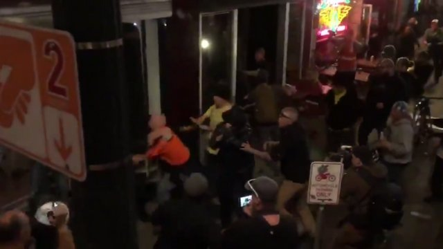 Right-wing protesters clash with Antifa in bloody Portland brawl https://t.co/kUPNRSnR8C https://t.co/UCjh6NYqOo