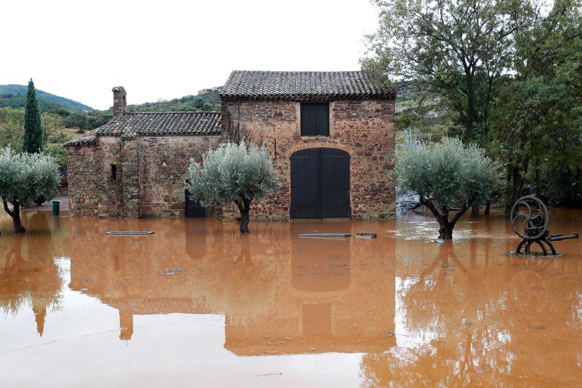 Francia, al menos 5 muertos y medio centenar de pueblos incomunicados por inundaciones cerca de Carcasona por efectos de la tormenta #Leslie https://t.co/nx6RKs5huk #Carcassonne #CambioClimático #desastresnaturales @meteofrance