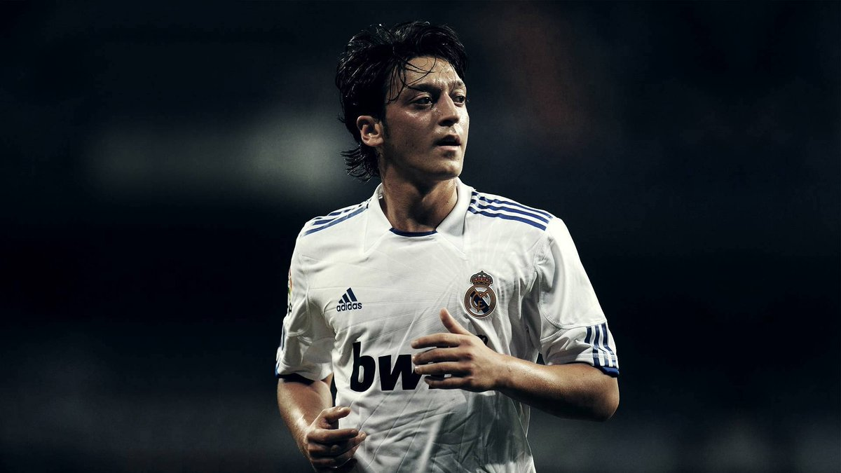 Mesut Ozil is the only player to have recorded the most assists for the season in the Premier League, Bundesliga and La Liga. <br>http://pic.twitter.com/JiDANP5jCN