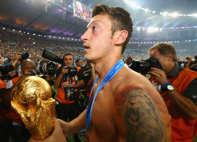 Happy 30th birthday, Mesut Özil. 〽️ 🏆🏆🏆 FA Cup 🏆 Copa del Rey 🏆 Supercopa 🏆 DFB-Pokal 🏆 LaLiga 🏆 World Cup Domestic Cup King. 👑 Photo