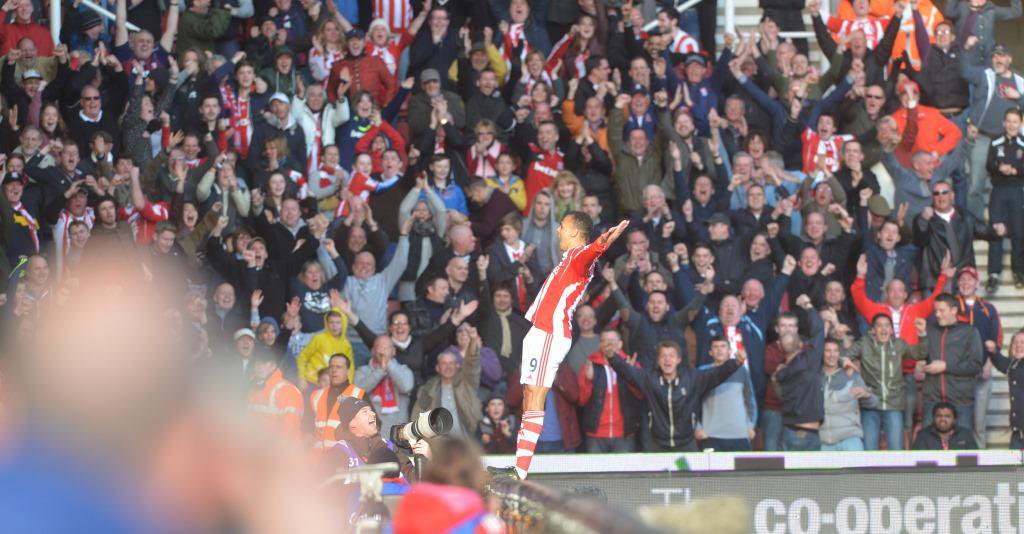 Look at the love for @OdemwingieP from the Boothen End (and back) in our favourite 150 #StokeCity photos from the past 150 years https://t.co/OAYY05vfZo