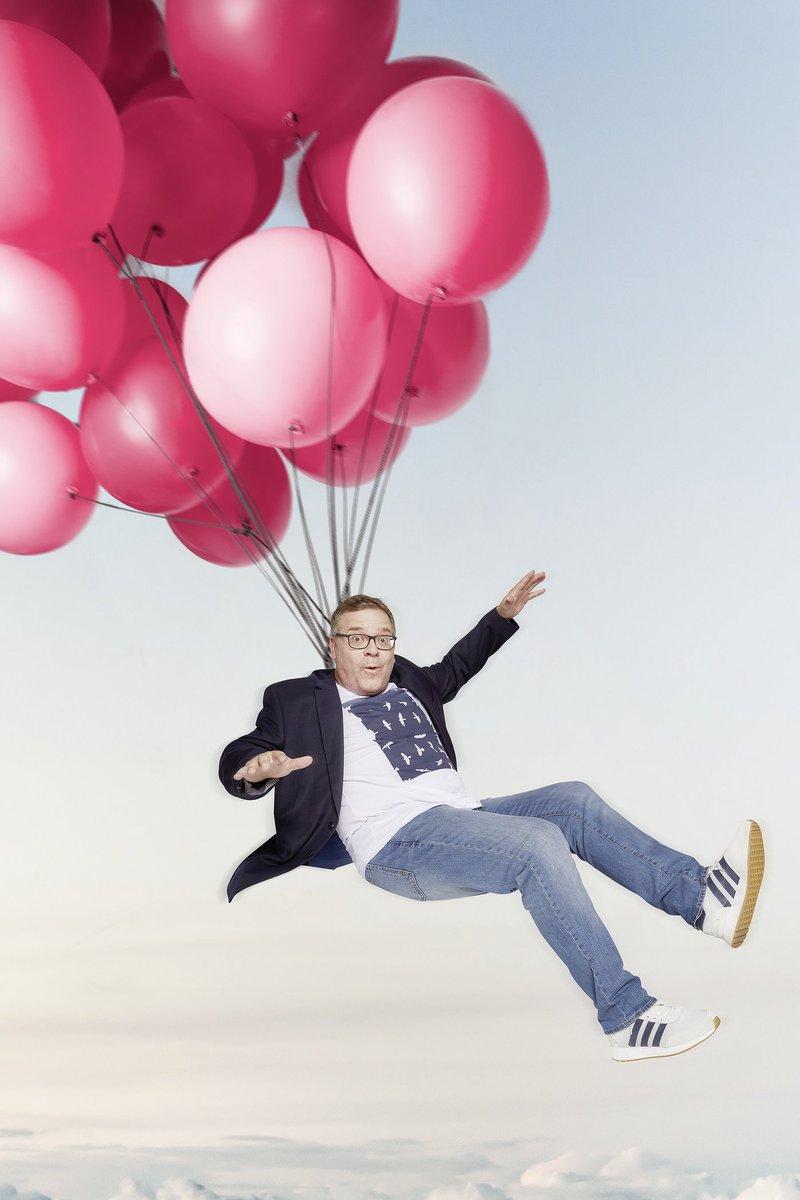 Wer wird in der neuen Show #allegegen1 mit #Elton zum Überflieger und schätzt sich reich? Der Kandidat, der alleine gegen TV-Deutschland antritt oder die Zuschauer? Am Samstag geht's los, LIVE - und jeder kann gewinnen!