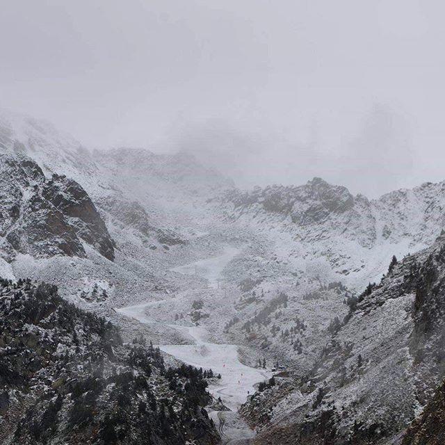 La neige est de retour ! Il faisait froid ce matin au Télésiège des 4 Thermes ❄️