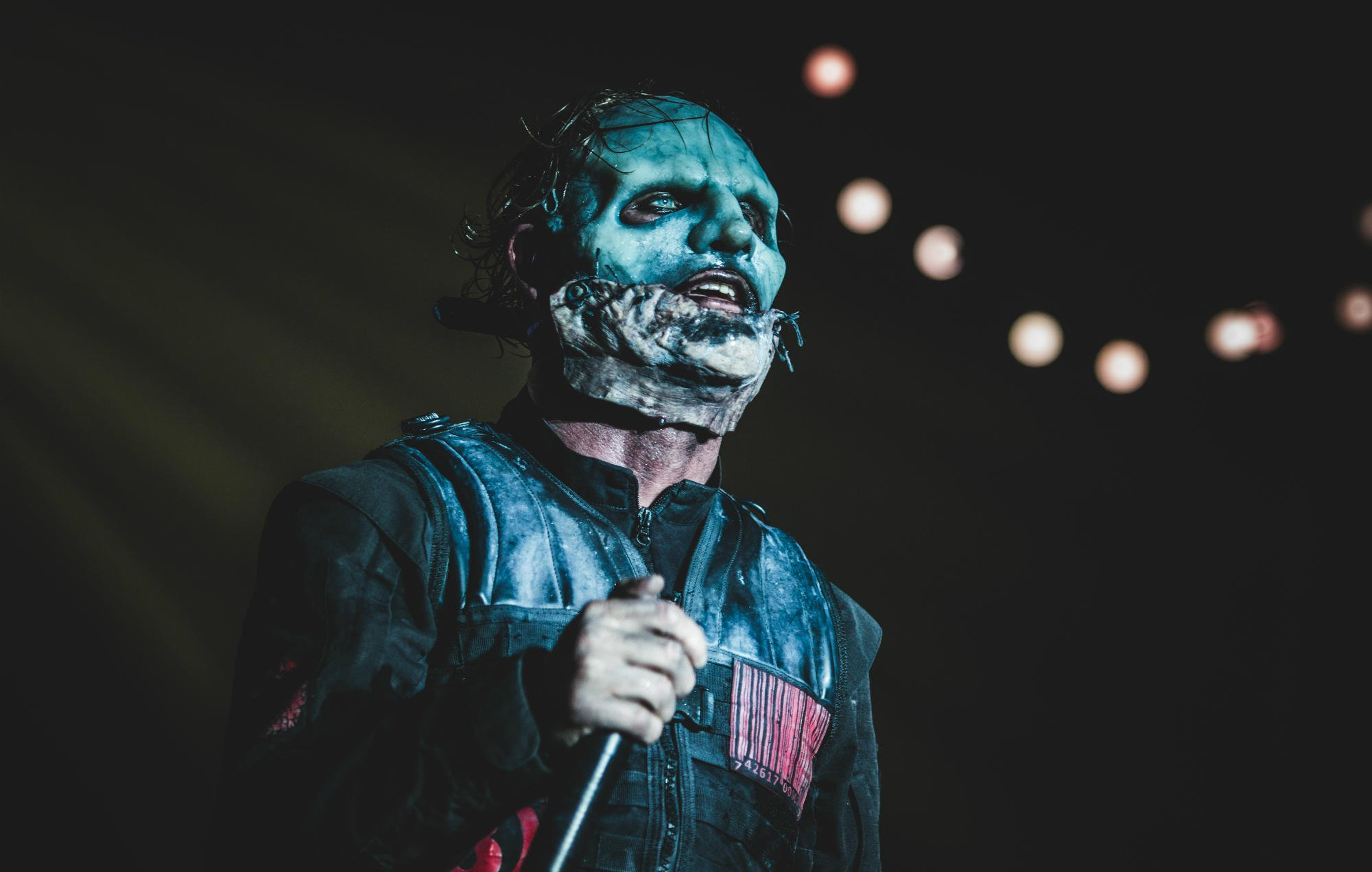 Corey Taylor reveals when to expect new @slipknot album https://t.co/FhSB0Wdgkh https://t.co/JsQlo1Ficl