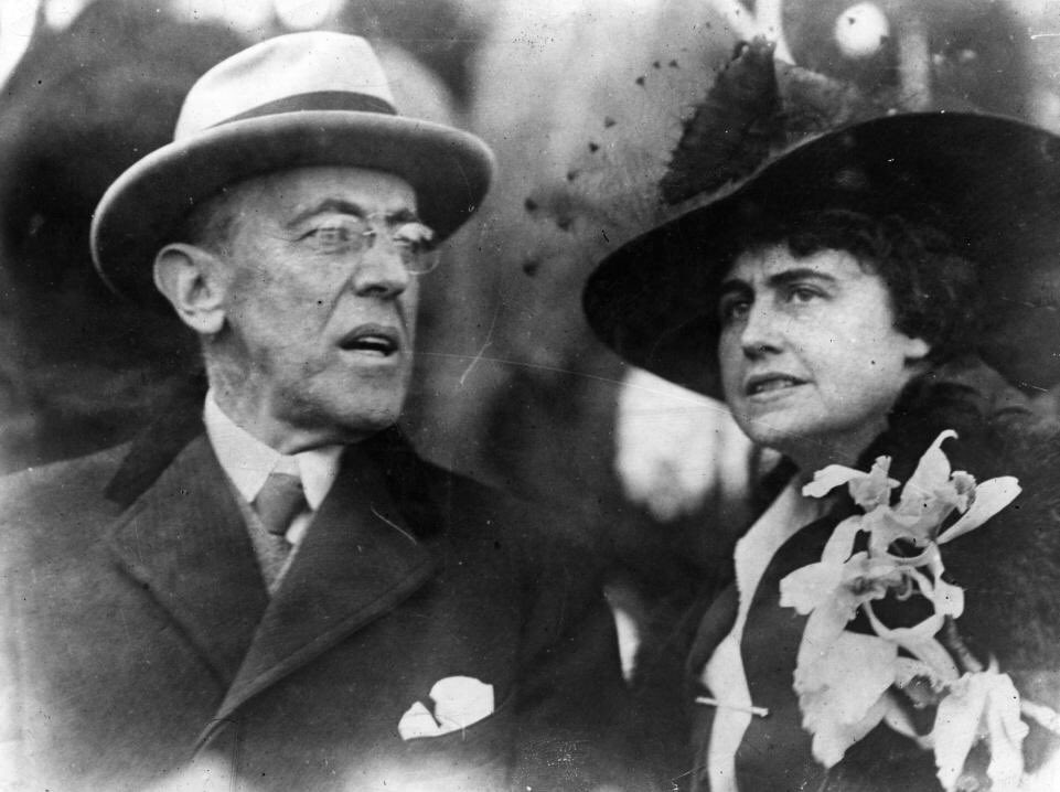 The first female president?  Edith Bolling Galt Wilson, 2nd wife of Pres. Woodrow Wilson (married in Dec. 1915) born #OnThisDay in 1872. She assumed some presidential duties & details after his major stroke in 1919. Mrs. Wilson lived until 12/28/1961. #twitterstorians