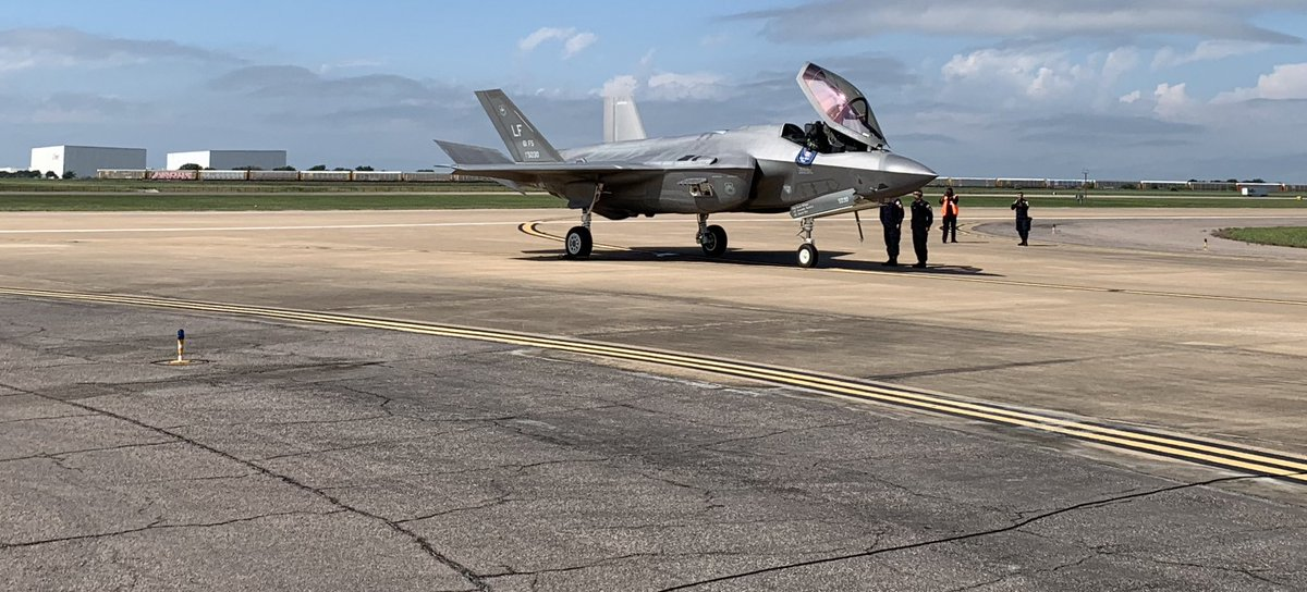 Great day yesterday at the @AllianceAirShow - loved seeing the F-35 do its thing for the first time. #f35 <br>http://pic.twitter.com/RqyOL7NRV1