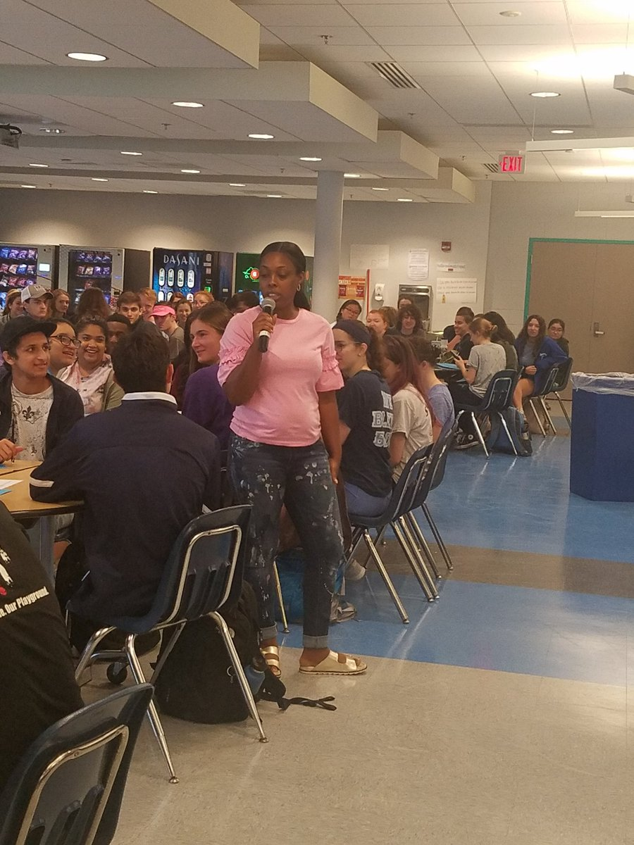 YHS Alumna Nadia (Green) Conyers spoke to Yorktown Seniors about useful skills as they prepare for the workforce. <a target='_blank' href='http://twitter.com/YorktownHS'>@YorktownHS</a> <a target='_blank' href='http://twitter.com/Principal_YHS'>@Principal_YHS</a> <a target='_blank' href='http://twitter.com/APSVirginia'>@APSVirginia</a> <a target='_blank' href='https://t.co/SK4CztfUml'>https://t.co/SK4CztfUml</a>