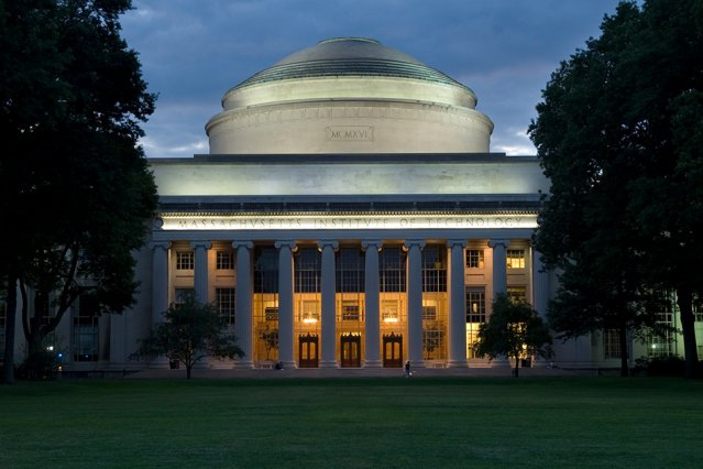 MIT announces groundbreaking $1B commitment to the study of computing and AI; establishes the MIT Stephen A. Schwarzman College of Computing to serve as a hub focusing on world-changing breakthroughs and their ethical application https://t.co/4HNN43WqRu