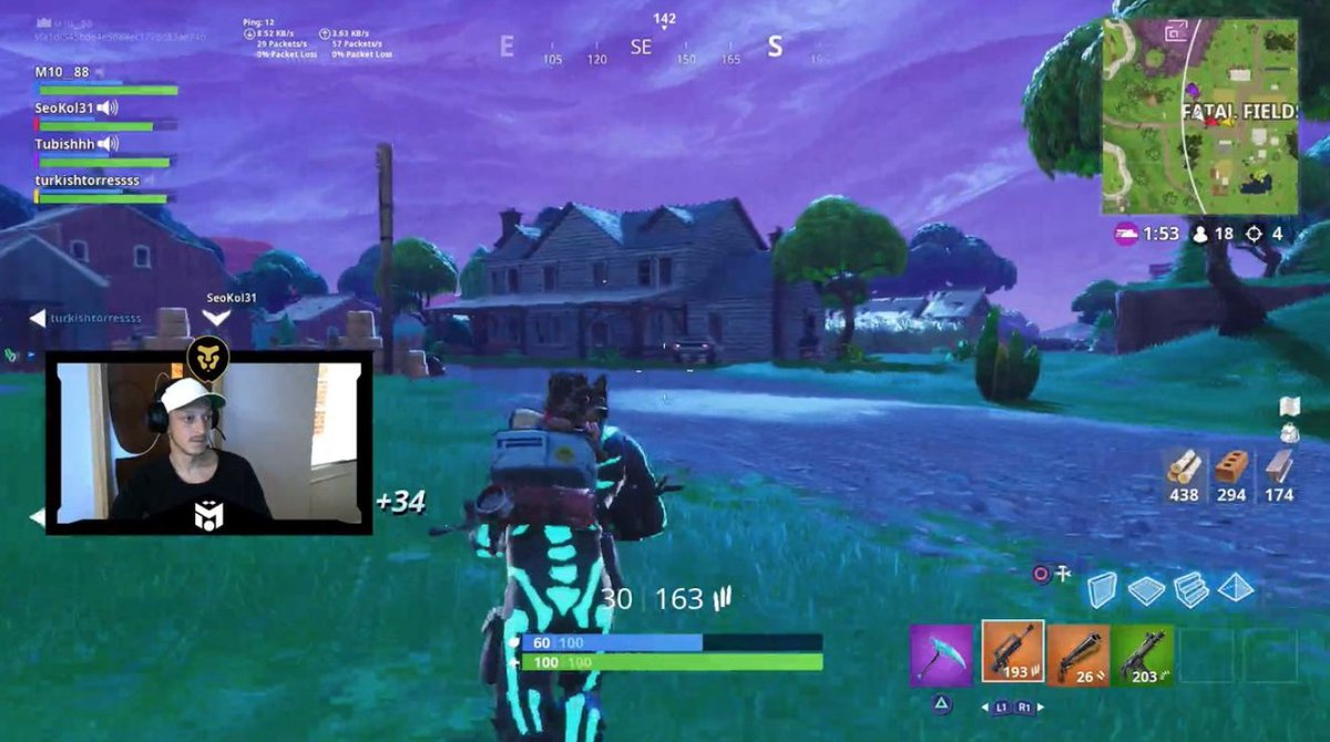 Mesut Özil already has over 600 wins &amp; 8,000 kills on Fortnite - he&#39;s been streaming on Twitch recently. <br>http://pic.twitter.com/JFht6AeWUW