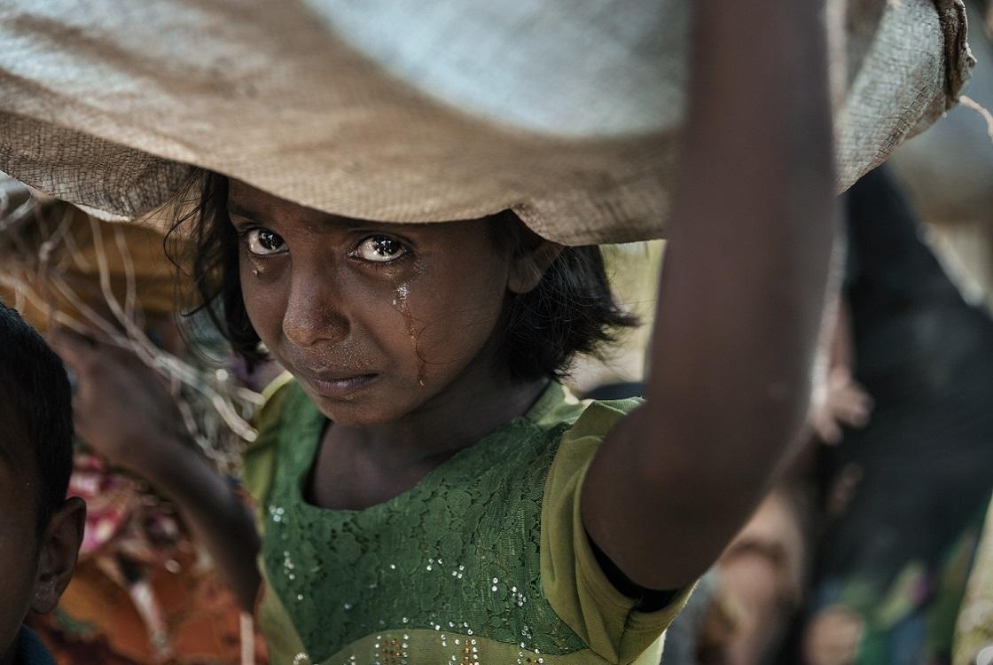 Reportage poignant de @paulaphoto récompensé par le public cette année au @PrixBayeux, qui met en image la tragédie des #Rohingyas. Depuis 5 ans, nous parrainons ce prix #photo qui témoigne des #conflits que nous combattons. https://bit.ly/2CP8vd8 #PBCN2018  - FestivalFocus