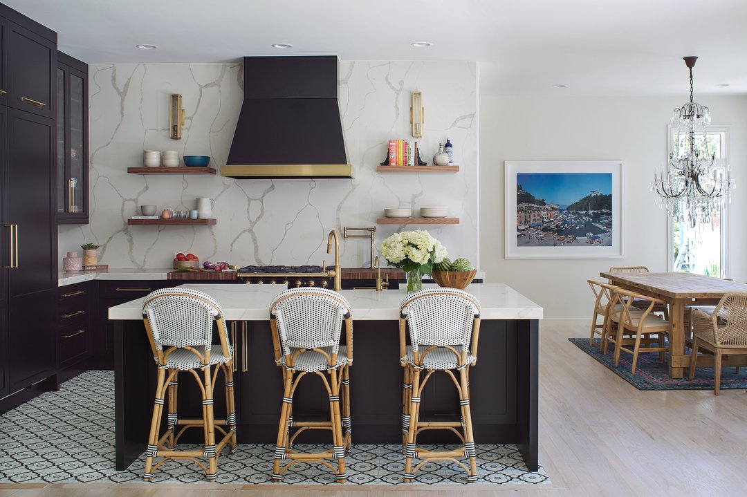 Vent A Hood On Twitter Matte Black Bold Br And Soft Fl Accents Make This Chic Kitchen Stunner Https T Co Uirmhqvuy2