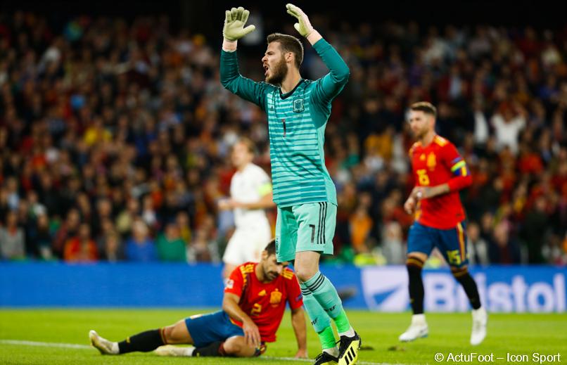 Les statistiques d'Espagne-Angleterre... #ESPANG  🇪🇸 - 🏴 Possession : 70% - 30% Passes : 744 - 266 Tirs (cadrés) : 28 - 6 (8 - 3) Corners : 12 - 0 Centres : 44 - 4  Vers la fin du football de possession ? 🤔