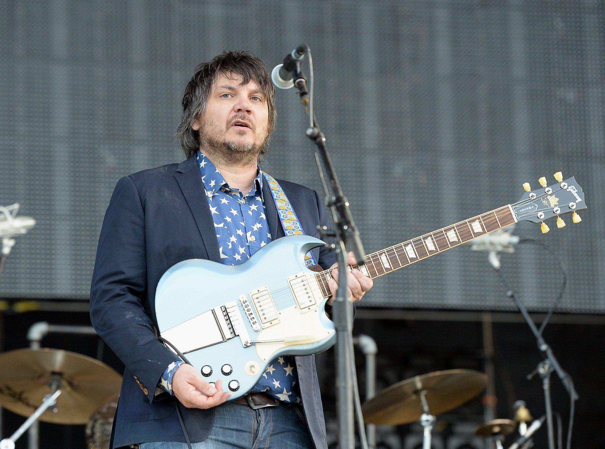Wilco selling $1200 box set, axe https://t.co/fcnJsTP4cY https://t.co/FcSUdWN4kV