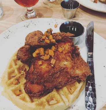 Waffles are just pancakes with abs.. #Chicken #Waffles #Delicious 📷:tony.natoli